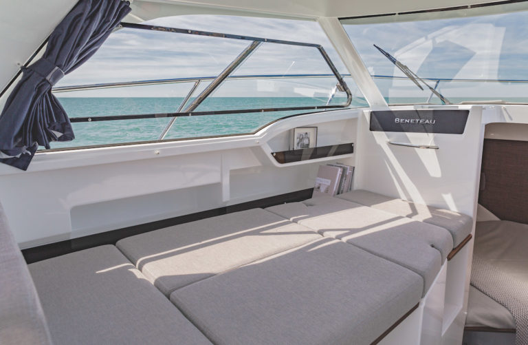 beneteau boats antares 8 OB bench