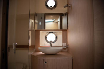 Swift Trawler 47 bathroom